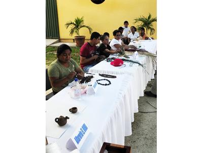 Fortalecimiento institucional y alimentario de 16 grupos productores integrados por 425 mujeres en los departamentos de La Paz, Copán y Santa Bárbara (Honduras).